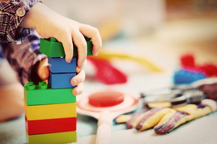 Jouets pour enfants Montessori gratuits